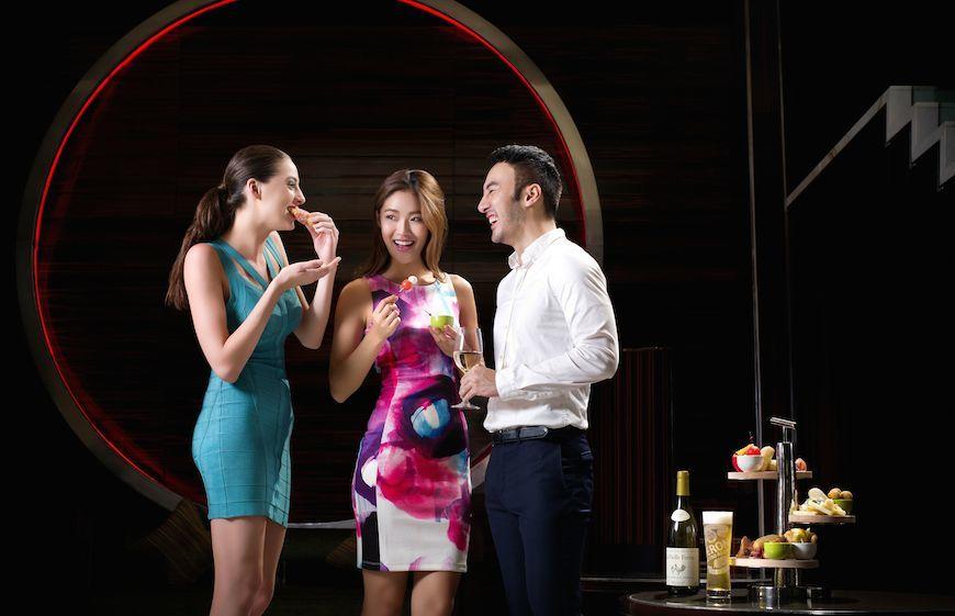 Mo Bar at The Landmark Mandarin Oriental Hotel Hong Kong