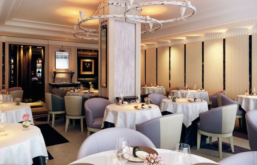 Interior of Restaurant Gordon Ramsey in London